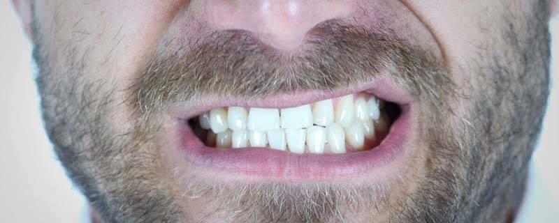 Sfregare i denti